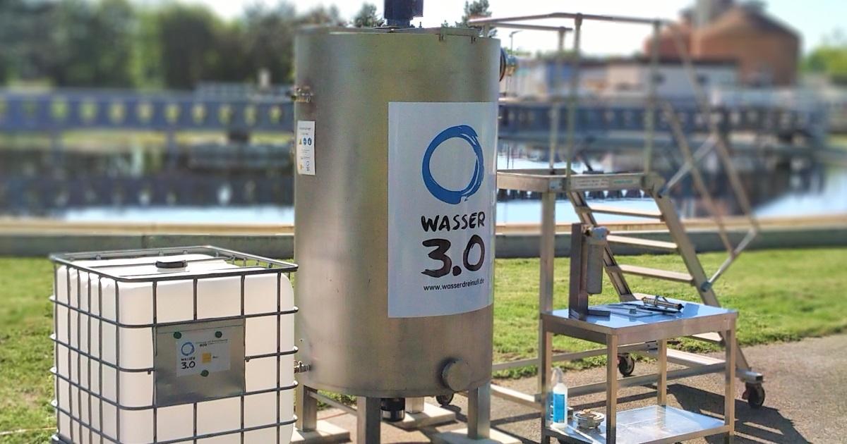 Aufgebaute Anlage zur Entfernung von Mikroplastik aus Abwasser