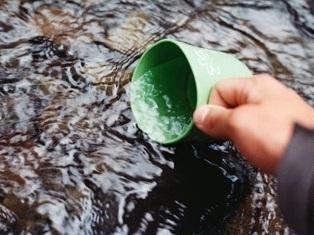 Sauberes Wasser ohne Mikroplastik und Mikroschadstoffe