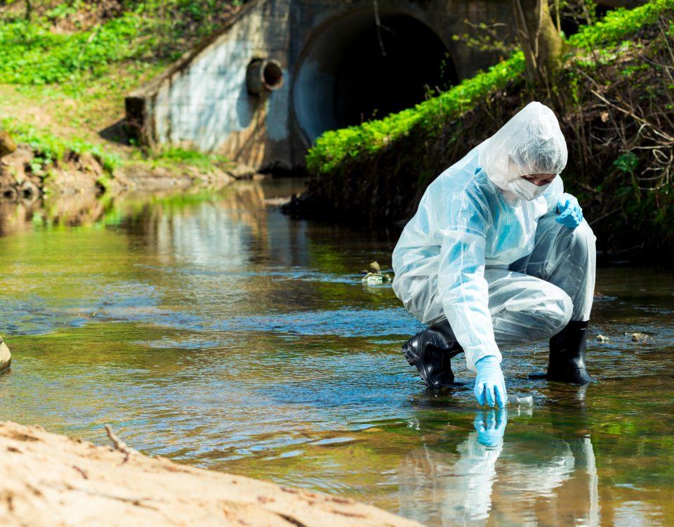 Mikroschadstoffe belasten unseren Wasserkreislauf - mit teils enormen Auswirkungen auf Menschen, Tiere, Ökosyteme und unsere Gesundheit.